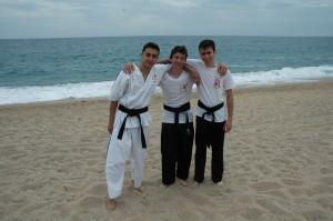les trois jeunes pousses du club Théo-Jérémie-Théo au stage à platja d'aro
